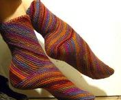 Crafts: Knit Socks / Exciting sock patterns that I might just have to try. Great ideas for small scale projects which can be a gentle intro to new techniques.