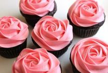 Desserts: Cupcakes / by Sam Paraday