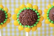 Desserts: Cake Pops / by Sam Paraday