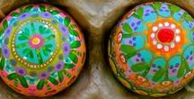 Egg - Cellent Art Project Ideas / Art projects that involve egg decorating and design. Easter Eggs, Egg Patterns, Decorating Eggs, Dying Eggs, Wax Resist, Dye, Decorated Egg, Egg Crafts