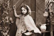 Little Red Riding Hood / ou Le Petit Chaperon Rouge / by Les p' tits les arts