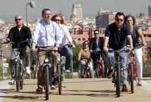 Por las calles de Madrid / Ciclistas Madrileños pedaleando por las calles de Madrid.