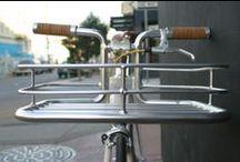 Bike Porter / El Bike Porter combina la estética con la funcionalidad sin corromper las líneas puras y sencillas de tu bici. Mediante la integración de la cesta en el manillar, la Bike Porter ofrece una opción para transportar tus efectos personales que funciona como parte de tu bicicleta. www.avantum.info/bike-porter