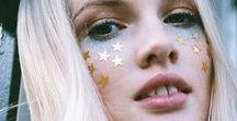 Paillettes ║ Glitter / Parce qu'on peut en mettre partout, sur soi, dans les cheveux, en déco, parce que ça fait du bien et que ça prouve bien que les licornes existent.