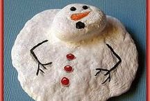 Ideas: Christmas Painted Rocks / Christmas holiday ideas to paint on rocks and stones