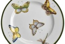 ANNA WEATHERLY PORCELAIN /  Anna Weatherly's hand-painted porcelain tableware, is inspired by the early botanical illustrators and flower of the 18th century, such as Redoute Hooker and Ehret. Each piece is so beautiful and such a work of art, it's a joy for me to create an spectacular table for my guests with some of the pieces, Beatriz de Bauer.