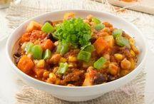 Vegetarische Rezepte / Vegetarisch Genießen war noch nie so einfach und mit so viel Genuss verbunden, wie heute! Von wunderbaren Gemüsesuppen, über bunte und frische Salate bis hin zu abwechslungsreichen Aufläufen, Gemüselaibchen, Pasta und noch vieles mehr, kann man sich mit unseren vegetarischen Rezepten hier so richtig satt schlemmen! Mehr vegetarische Rezepte findet ihr natürlich auf unserer Website!