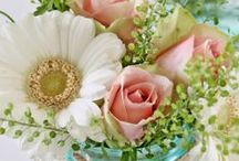 Pretty Petals & Designs / Flower types, designs, bouquets and center pieces all in one board!