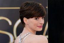 Glamour / El mundo de las celebrities, las alfombras rojas, el glamour y lo chic de las famosas y famosos