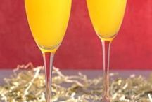 Champagne Drinks / Champagne cocktail recipes are so easy and so delicious!