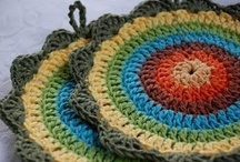 Crochet ~ Potholder Patterns &Tutorials / A selection of potholder crochet patterns. Great beginner projects.