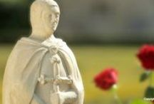 Código de Vida Rosacruz / El Código de Vida Rosacruz está compuesto por 22 puntos que nos invitan a reflexionar por el ideal ético que debe animar a todos los rosacruces que, como los Caballeros del pasado, desean despertar a la dama interior, es decir, a su propia alma, y manifestarla en el mundo.
