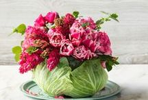 Mother's Day Table Ideas / If you need some decor inspiration here are some Mother's Day Table Ideas full of flowers, decorative dinnerware, gorgeous napkins and centerpieces!