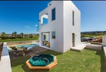 Villa Eeanthe / Villa Eeanthe is a two-storey villa designed to offer direct view to the sea from the first floor bedrooms and balcony. It offers 2 bedrooms and can accommodate 4 people in beds and up to 5 people if it is necessary.