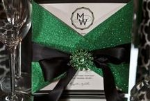 Emerald Green Colour for your WEDDING / Ideas for an emerald green wedding theme. Table designs, jewellery, dresses,..