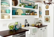 Small Kitchens / by Karla Acuña