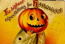 Halloween - Posters & Signs / by Jeanette Diaz