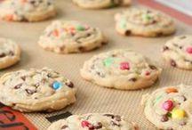 Sweet Tooth (Recipes I need to make!) / by Leah Tiffany