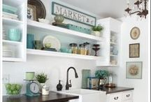 Kitchen Ideas and Kitchen Decor / On this board you will find fabulous kitchen ideas and inspiring kitchen decor. You'll also find DIY kitchen ideas, like how to paint your kitchen cabinets and DIY kitchen makeovers. A beautiful kitchen is possible, no matter how big or small your budget is!