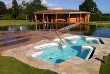gardenSwimm zwemvijvers / Fotoreportage van verschillende soorten zwemvijvers. Booiman Tuinen is dealer in het Noorden.