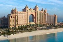 Atlantis The Palm Dubai, Hotel Dubai / Das Atlantis Hotel Dubai ist majestätischer Mittelpunkt von The Palm Dubai. Luxuriöses 5 Sterne Hotel mit Aquaventure Wasserpark, wo du zum Beispiel in der Delphin Bucht mit Delphinen schwimmen kannst. Mit The Lost Chambers Unterwasseraquarium, zwei überdimensionale Pools. Dazu 1,4 km weißer Sandstrand.   http://www.kombiurlaub.eu/dubai/atlantis-the-palm  Fotoquelle: Atlantis The Palm