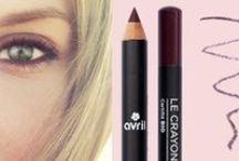 Crayons pour les yeux Bio / Intensifiez votre regard avec ces crayons pour un regard intense et naturel. Leur formulation bio vous promet une application délicate qui respecte vos yeux tout en vous assurant une tenue parfaite.