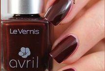 Vernis Prune 7free / Pour des mains de déesse, appliquez deux couches de vernis Prune. Cette couleur intense et ultra tendance réchauffe votre look en un coup de pinceau.