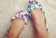 Customização de  roupas e sapatos..