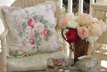 LoVERLiE CHaIRs / by Vintage Mama