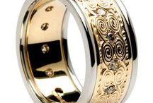 Wedding Jewels / #weddingrings #diamondsareagirlsbestfriend #diamondsareforever #diamonds #allthatglittersisgold #weddingbands