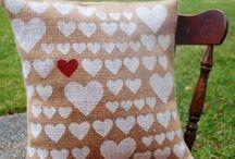 Holidays - Valentine's Day / DIY Valentine's Day craft and decorating ideas #valentinesday #valentinesdaycrafts #valentinesdaydecorating #valentinesdayideas