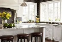 Kitchens / by Ailee Harman