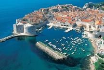 """Dalmatien / Dubrovnik - Kroatien / Die Perle der Adria"""" steht auf der UNESCO Liste des Weltkulturerbes als Schatzkammer kultur-historischer Denkmäler. Sie ist eine Stadt mittelalterlicher Zeiten, als sie ein starker und freier Stadtstaat war und eines der bekanntesten kultur-wirtschaftlichen Zentren am Mittelmeer.  www.croatiaaa.me"""