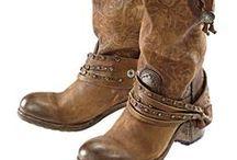 Accessoires & Shoes Females / Damen Schuhe und Accessoires: Gürtel, Handtaschen, Tücher..