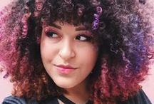 Cachos coloridos / Colorful curls / Ondas, cachos e zig zags coloridos. Vermelho, rosa, azul, roxo, verde, loiro, ruivo, arco-íris, quem foi que disse que não pode? Não só pode como deve!