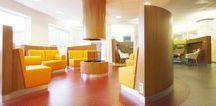 HEALTHCARE | Diakonessenhuis, Utrecht / Het Diakonessenhuis met locaties in Utrecht en Zeist koos bij de nieuwbouwprojecten voor het Planetree-concept; een innovatief zorgmodel waarin de mens centraal staat. Doel is te komen tot betere zorg die wordt geleverd door een gezonde organisatie aan cliënten die zich thuis voelen in een helende omgeving. Architectuur en inrichting leveren een bijdrage aan het algeheel welbevinden van de patiënten en houden ook rekening met bezoekers, familie en vrienden.