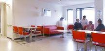 HEALTHCARE | HAGAZIEKENHUIS / HagaZiekenhuis, een van de grootste ziekenhuizen in Nederland, werkt aan het verlenen van de beste mogelijke zorg. In samenwerking met Fokkema & Partners en de opdrachtgever hebben wij het interieurontwerp uitgewerkt. Het resultaat zijn opvallende interieurtoepassingen.