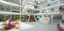 HEALTHCARE | Juliana Kinderziekenhuis / 'Een plek waar zieke kinderen ondanks hun ziekte, kind kunnen blijven' Het Juliana Kinderziekenhuis maakt deel uit van het HagaZiekenhuis in Den Haag. Naast de nieuwbouw is dit topklinische ziekenhuis bezig met een totale renovatie.
