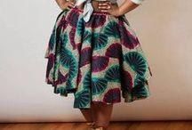 Röcke ♥ Wundercurves / Egal ob elegant oder sommerlich verspielt - ein Rock sollte auch im Kleiderschrank einer Plus-Size Frau nicht fehlen, denn diese sind im Sommer ein wahrer Hingucker! Finde mehr Inspiration auf http://www.wundercurves.de/shop/bekleidung/roecke