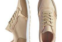 Schuhe ♥ Wundercurves / Du hast ein perfektes Outfit doch der passende Schu fehlt noch? Dann besuche den Wundercurves-Shop und lass dich von unzähligen Sandalen, Boots und Pumps verzaubern!