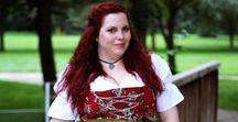 Dirndl ♥ Wundercurves / Der Bayerische Klassiker ist ein echter Hingucker! Auch kurvige Frauen sollten keine Scheu haben, denn sie dürfen zeigen was sie haben! Auf wundercurves.de gibt es unzählige Outfit-Inspirationen - auch für das nächste Volksfest!