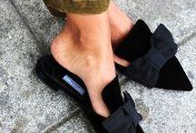 Mules ♥ Wundercurves / Mules sind der Renner 2017! Die flachen, jedoch eleganten Schuhe eignen sich für fast jeden Look! Worauf wartest du noch? Besuche jetzte wundercurves.de/shop und sichere dir dein Exemplar!