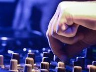 La Gare aux Musiques / La Gare offre une  chaîne complète et intégrée de services aux musiciens, techniciens et porteurs de projet culturel : de la création à la diffusion, en support technique comme en formation.