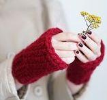 Winter Accessoires: Mützen, Schals und Handschuhe / Gib Deinem Winter Outfit den letzten Schliff mit passenden Mützen, kuscheligen Schals und Handschuhen.