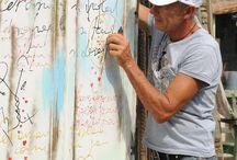 Nel cortile di Neverland a Canossa / Nel cortile a Neverland  a Canossa con l' artista Mauro Burani e le sue opere