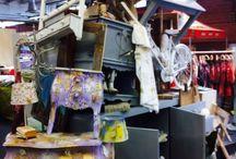 arte a canossa / Parte di oggetti d'arredo  ,mobili,accessori, camicie e abiti dipinti a mano e rivisitati  con arte  dal'l Artista mauro burani