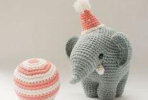 Stricken & Häkeln / Knitting & Crocheting / Von Amigurumi bis Zpagetti-Garn: Mit jeder Masche etwas Einzigartiges schaffen. Finde hier kostenlose Anleitungen, E-Books und alle Materialien zum Stricken und Häkeln.  / by DaWanda Deutschland