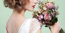 Hochzeit: Für die Braut / Wedding: bridal accessories / Hier kommt die Braut. Im langen eleganten Brautkleid oder doch im modernen Kostüm? Nur Du entscheidest, wie Dein Outfit am großen Tag aussehen wird.