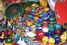 Marokko / Sesam, open u! Welkom in de wereld van Aladdin. Het enige dat mist is een vliegend tapijt … Of toch? In Marokko waan je je werkelijk in het sprookje van 1001 nacht. Welke 1001 reisbelevingen maken van jouw rondreis door Marokko een sprookje? Bouw je individuele Marokko-reis op www.marokkoonline.nl.