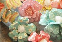 Handmade Fabric Flowers / Inspiration and patterns for handmade fabric flowers